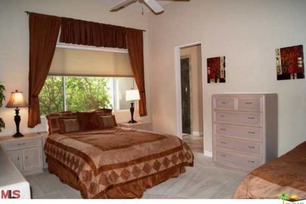 360 Crest Lake Dr, Palm Desert, CA 92211 -  $1,099,000