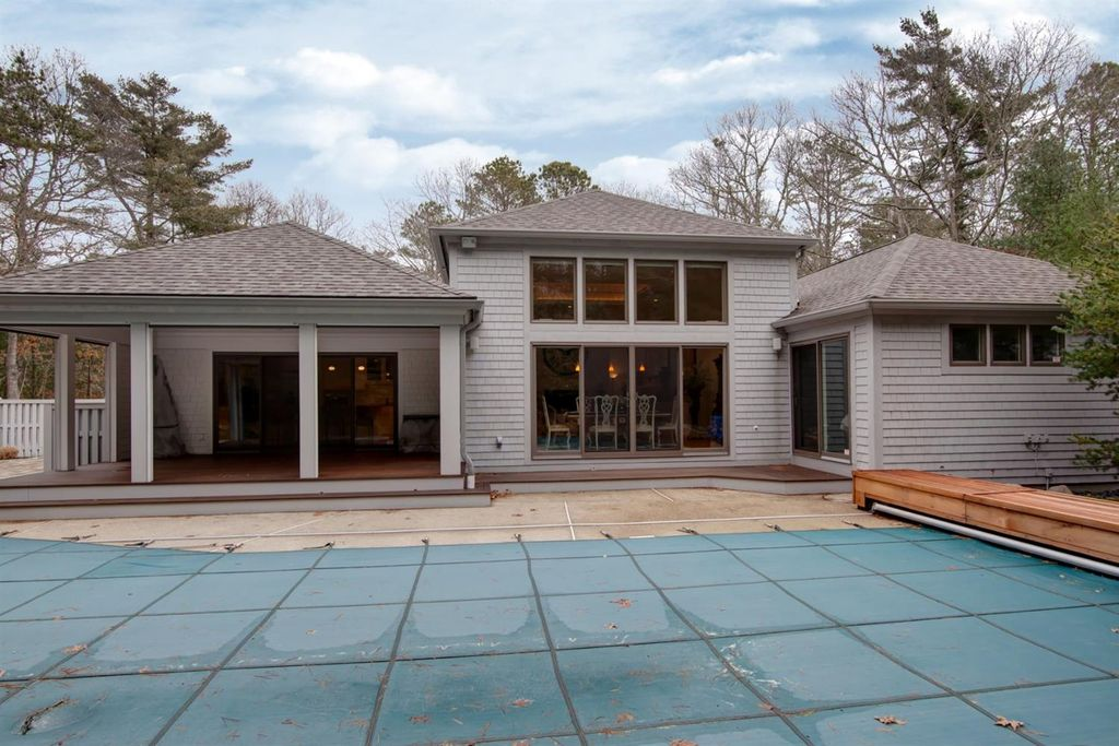 47 Surrey Pl, Mashpee, MA 02649 -  $1,100,000 home for sale, house images, photos and pics gallery
