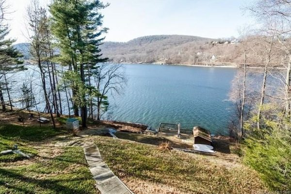 5 Edgewood Dr, New Milford, CT 06776 -  $1,095,000