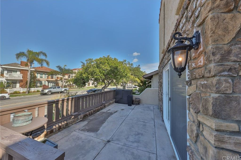 604 18th St, Huntington Beach, CA 92648 -  $1,149,000 home for sale, house images, photos and pics gallery