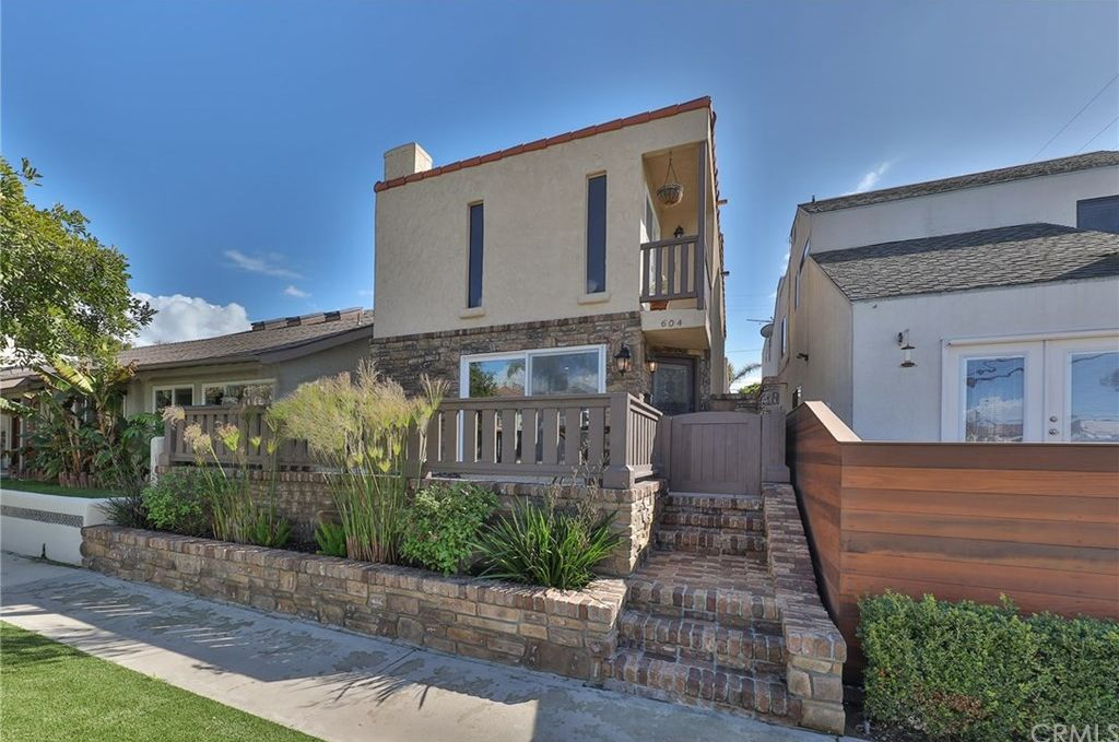 604 18th St, Huntington Beach, CA 92648 -  $1,149,000