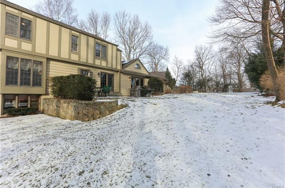 7 Leddy Ln, Pleasantville, NY 10570 -  $1,100,000 home for sale, house images, photos and pics gallery