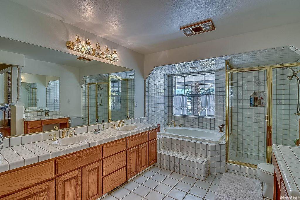8300 E Peltier Rd, Acampo, CA 95220 -  $1,049,000 home for sale, house images, photos and pics gallery