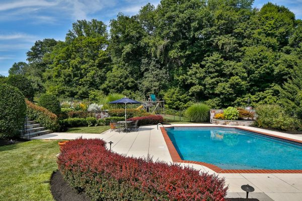 9 Chase Hollow Rd, Hopewell, NJ 08525 -  $1,099,000