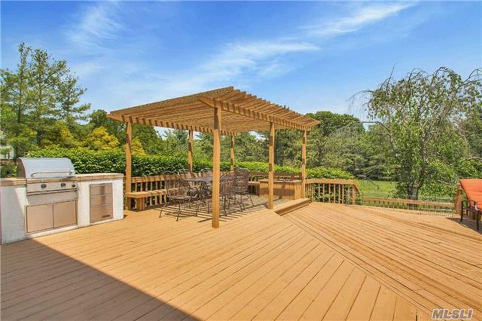 9 Hill And Tree Ct, Melville, NY 11747 -  $1,140,000 home for sale, house images, photos and pics gallery