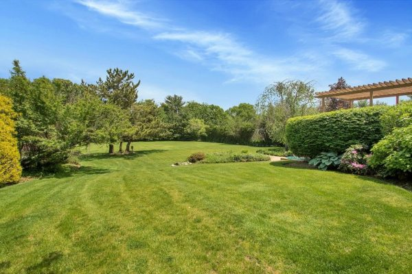 9 Hill And Tree Ct, Melville, NY 11747 -  $1,140,000