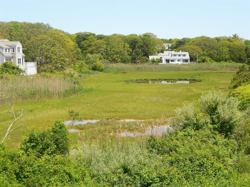 90 Hawes Ave, Hyannis, MA 02601 -  $1,100,000 home for sale, house images, photos and pics gallery
