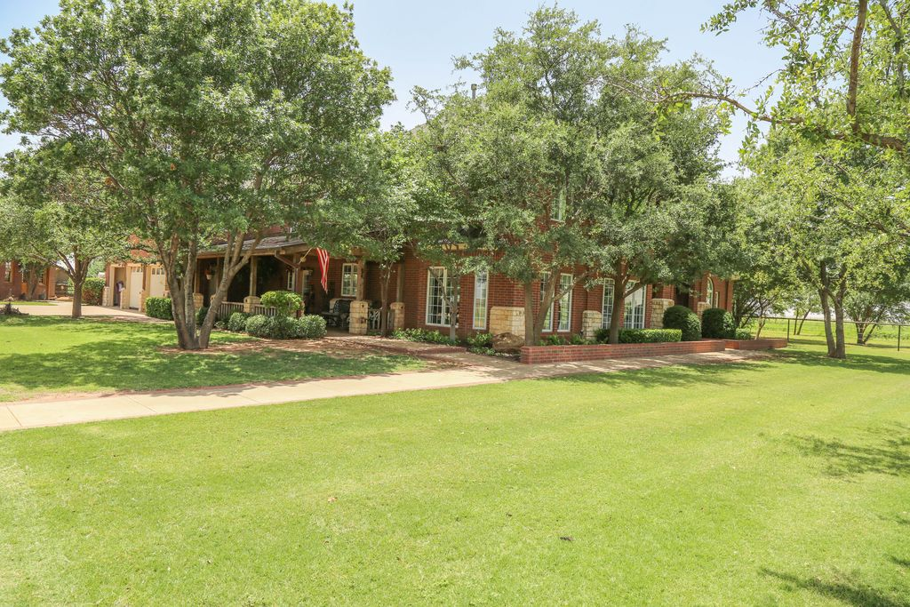 9301 County Road 7100, Wolfforth, TX 79382 -  $1,190,000 home for sale, house images, photos and pics gallery