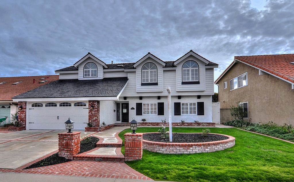 9882 Chance Cir, Huntington Beach, CA 92646 -  $1,100,000 home for sale, house images, photos and pics gallery