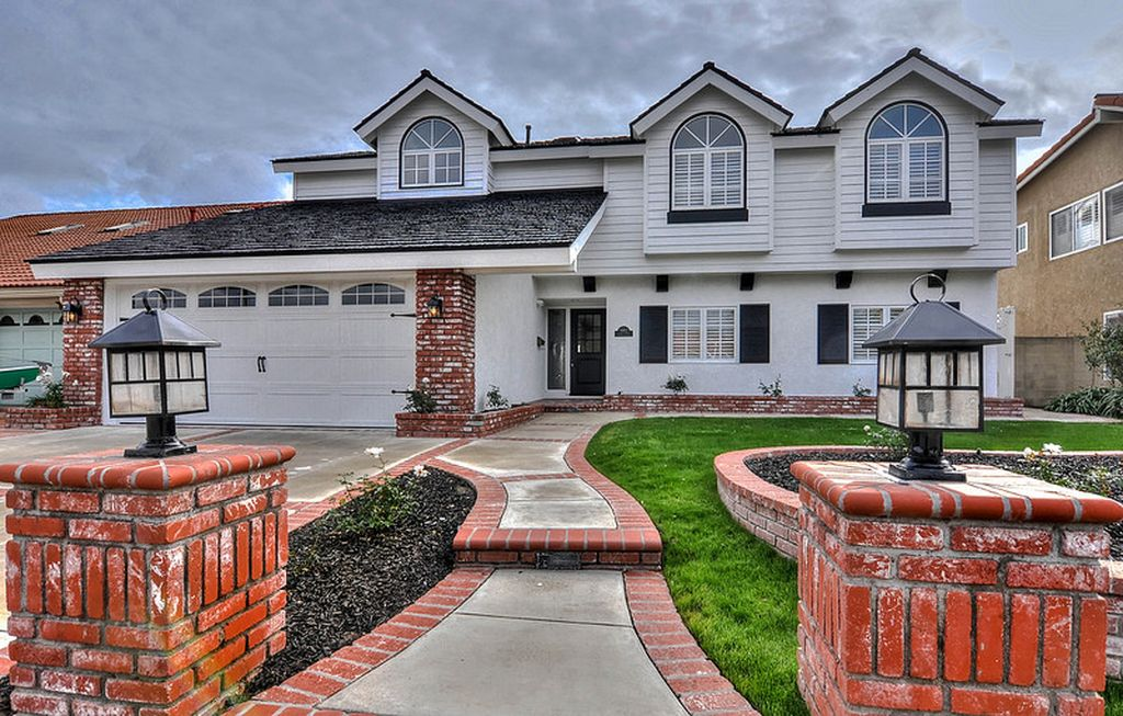 9882 Chance Cir, Huntington Beach, CA 92646 -  $1,100,000