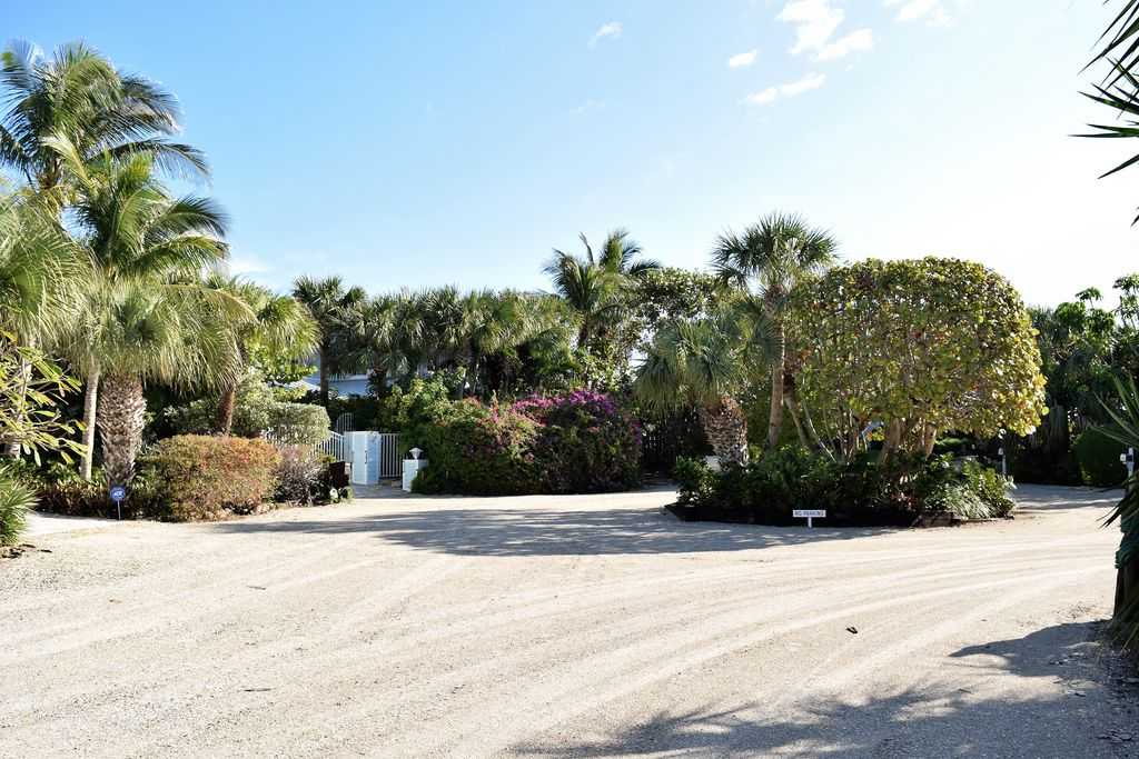 1820 E Barefoot Pl, Vero Beach, FL 32963 -  $1,095,000 home for sale, house images, photos and pics gallery
