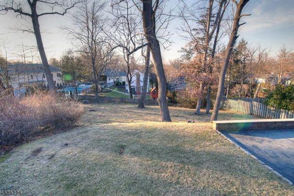 197 White Oak Ridge Rd, Short Hills, NJ 07078 -  $1,088,000