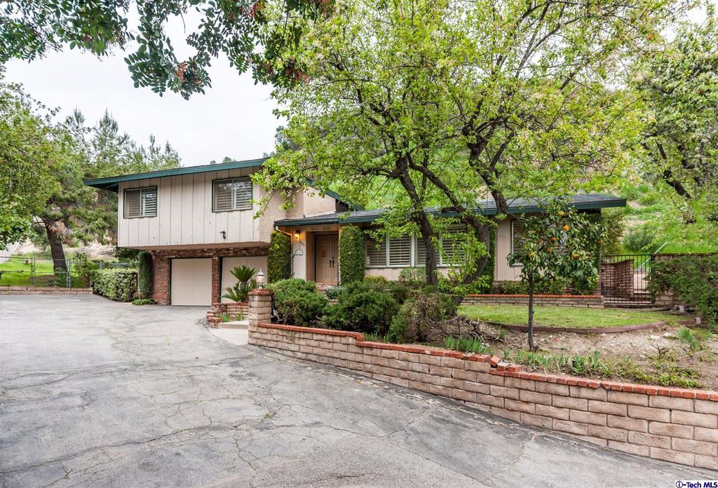 5271 Gould Ave, La Canada Flintridge, CA 91011 -  $1,185,000