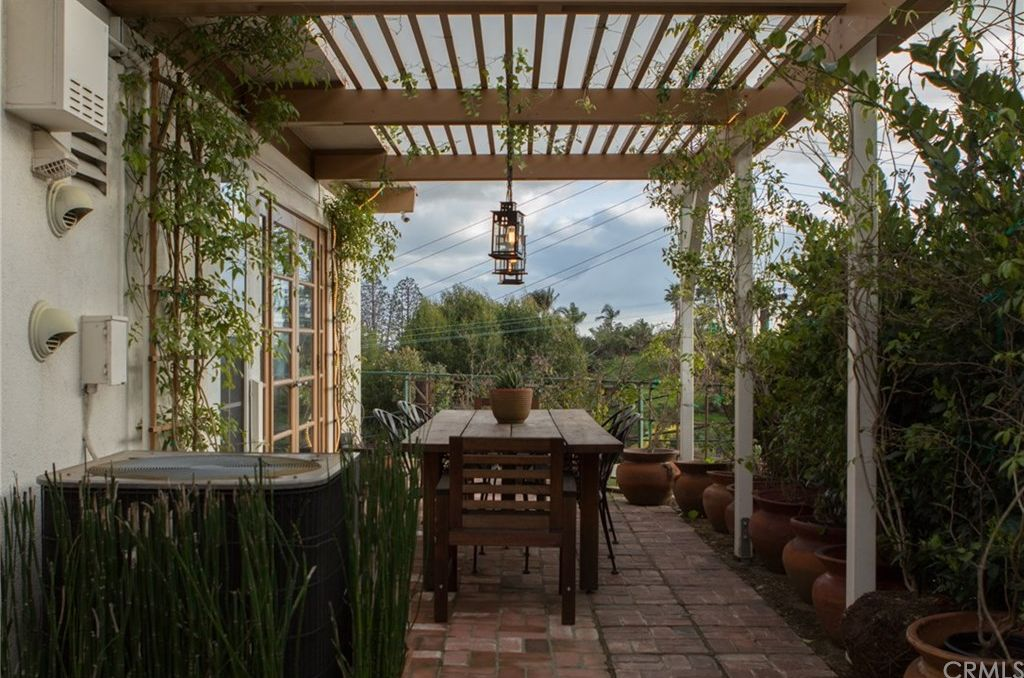 7107 Pacific View Dr, Los Angeles, CA 90068 -  $1,195,000 home for sale, house images, photos and pics gallery