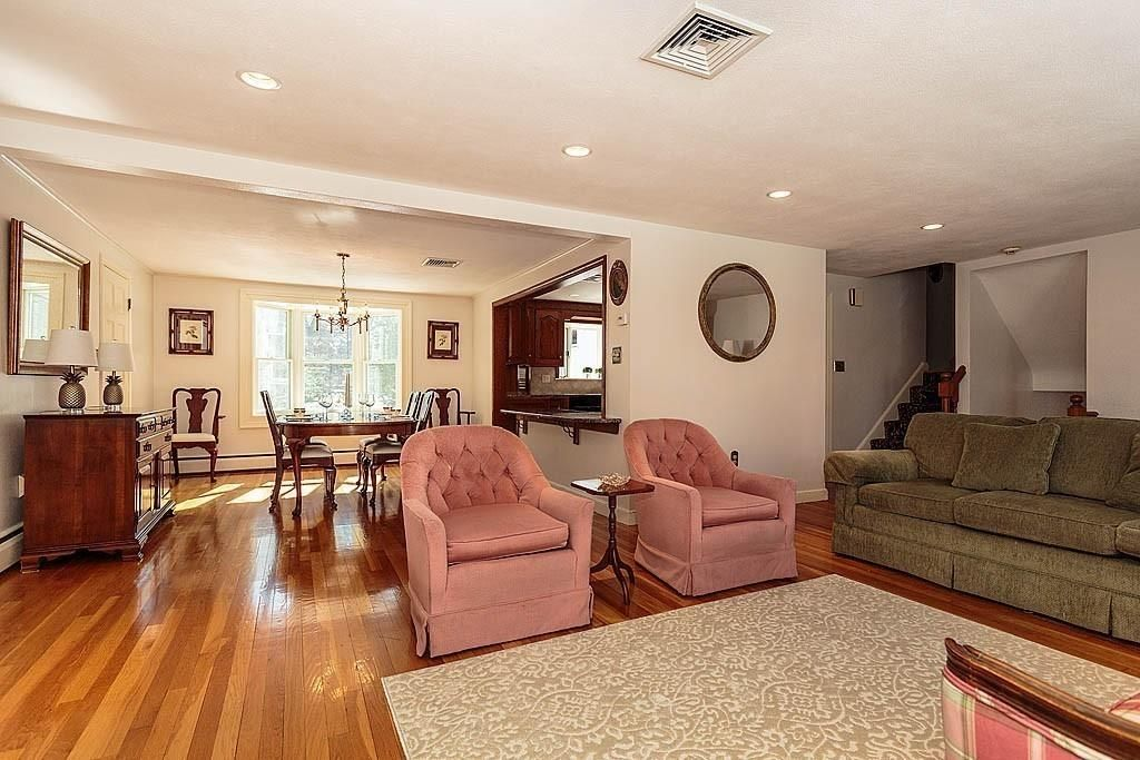 8 Taft Dr, Winchester, MA 01890 -  $1,195,000 home for sale, house images, photos and pics gallery