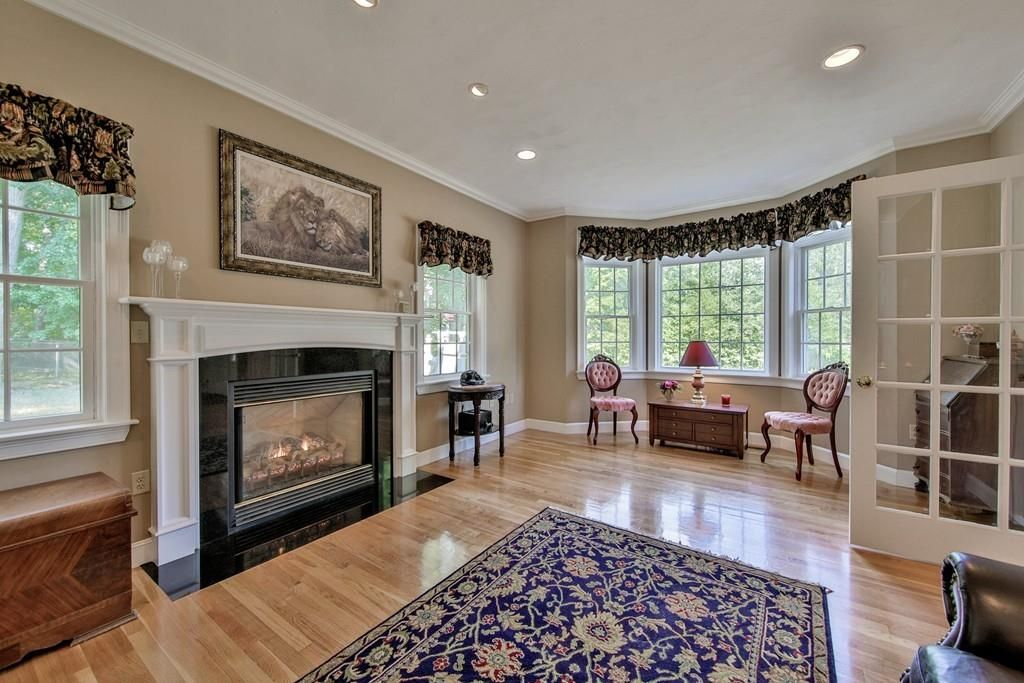112 Thorndike St, Dunstable, MA 01827 -  $1,149,000 home for sale, house images, photos and pics gallery