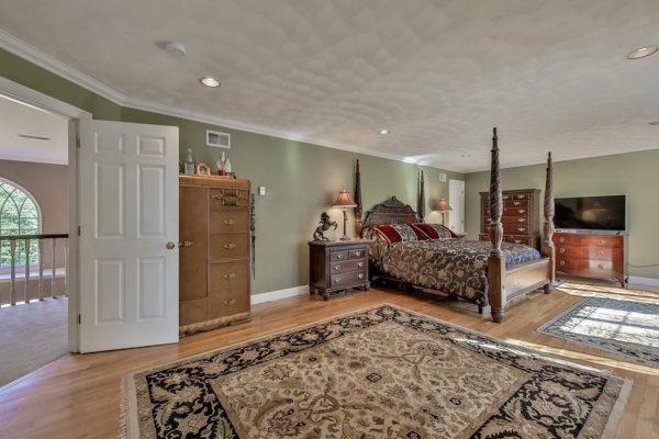112 Thorndike St, Dunstable, MA 01827 -  $1,149,000
