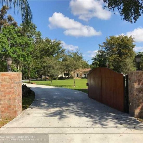 14301 Mustang Trl, Southwest Ranches, FL 33330 -  $1,089,000