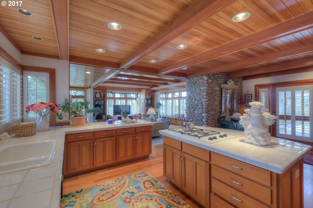 1881 Patricia Ann Ln, Gearhart, OR 97138 -  $1,049,000 home for sale, house images, photos and pics gallery