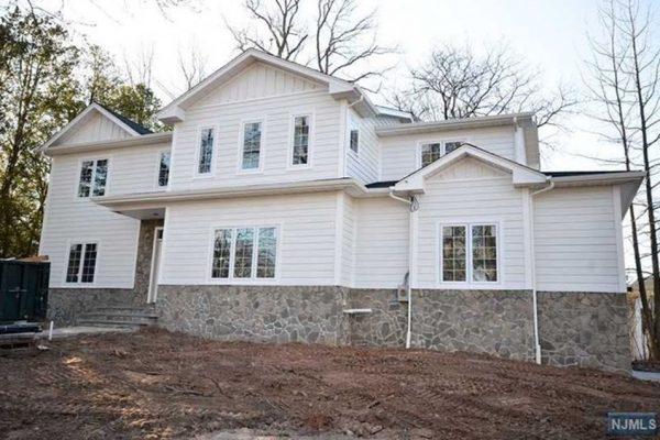 22 Merritt Ave, Cresskill, NJ 07626 -  $1,075,000