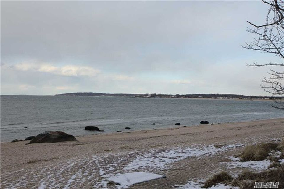 22 Oak Point Dr S, Bayville, NY 11709 -  $1,100,000 home for sale, house images, photos and pics gallery