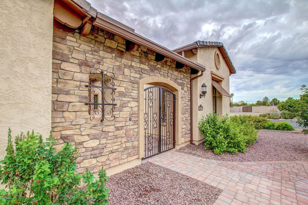 2457 E Amber Ct, Gilbert, AZ 85296 -  $1,075,000 home for sale, house images, photos and pics gallery