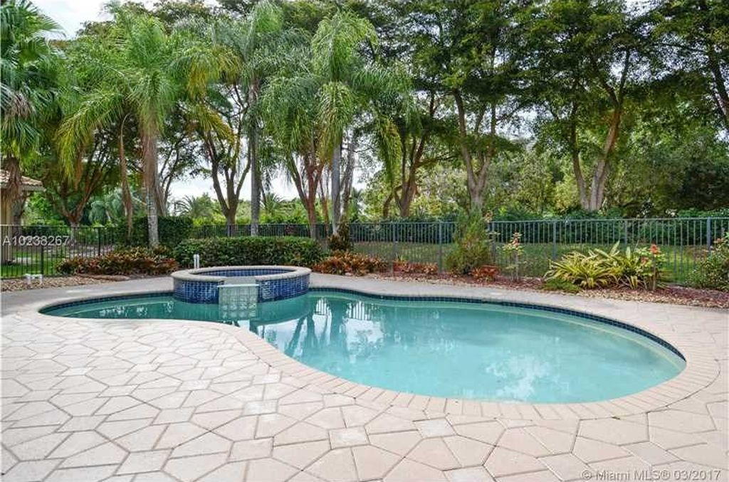 2505 Montclaire Cir, Weston, FL 33327 -  $1,049,000 home for sale, house images, photos and pics gallery