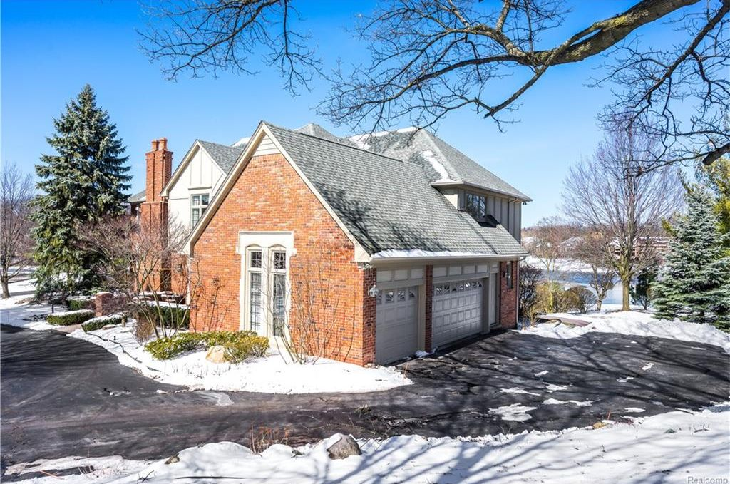 2895 Chestnut Run Dr, Bloomfield Hills, MI 48302 -  $1,050,000 home for sale, house images, photos and pics gallery