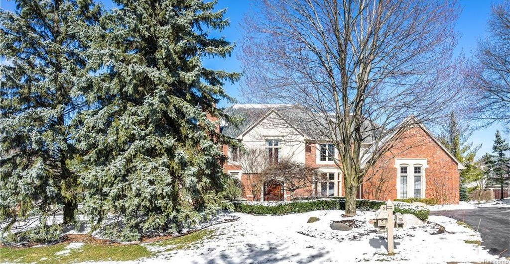2895 Chestnut Run Dr, Bloomfield Hills, MI 48302 -  $1,050,000