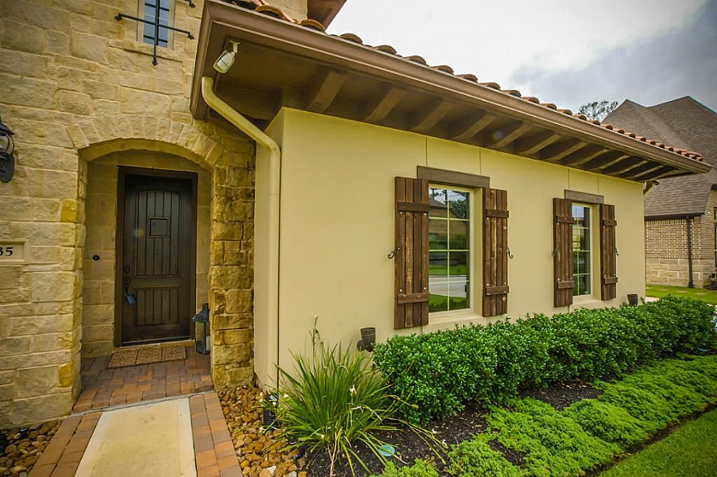 35 Paloma Bend Pl, Spring, TX 77389 -  $1,090,000 home for sale, house images, photos and pics gallery