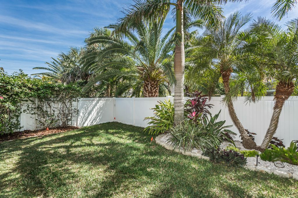 620 Ponce De Leon Dr, Tierra Verde, FL 33715 -  $1,075,000 home for sale, house images, photos and pics gallery