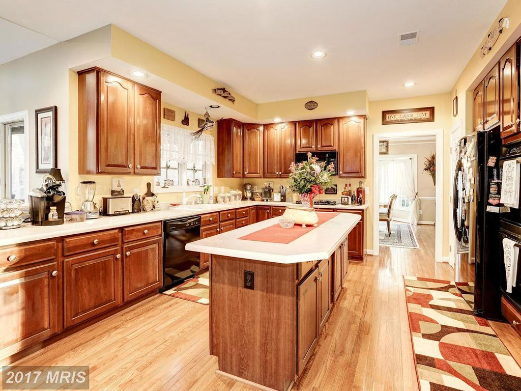 7513 Cannon Fort Dr, Clifton, VA 20124 -  $1,074,000 home for sale, house images, photos and pics gallery