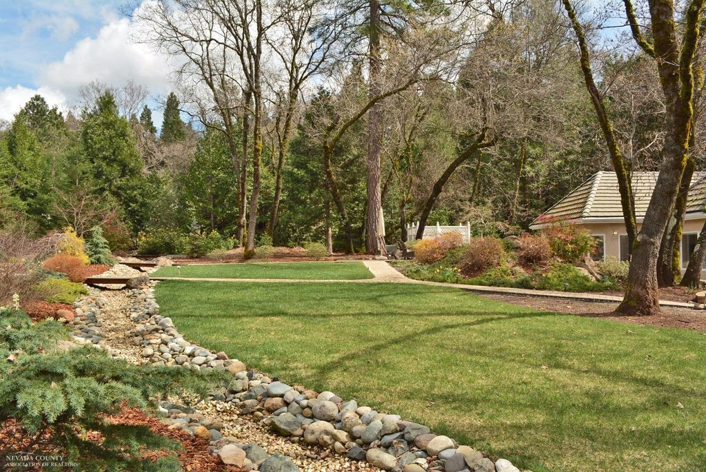 11179 Weatherly Pl, Grass Valley, CA 95945 -  $1,075,000 home for sale, house images, photos and pics gallery