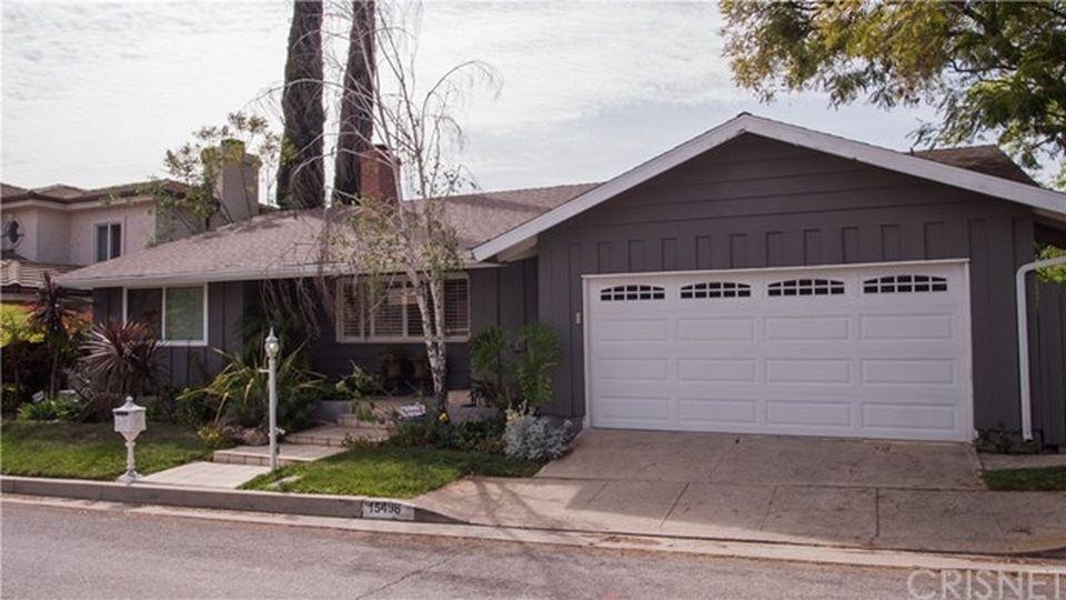 15498 Briarwood Dr, Sherman Oaks, CA 91403 -  $1,089,000