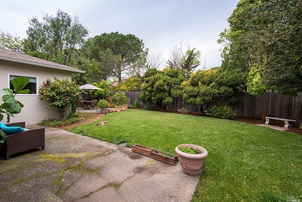 3 Chickasaw Ct, Corte Madera, CA 94925 -  $1,060,000 home for sale, house images, photos and pics gallery