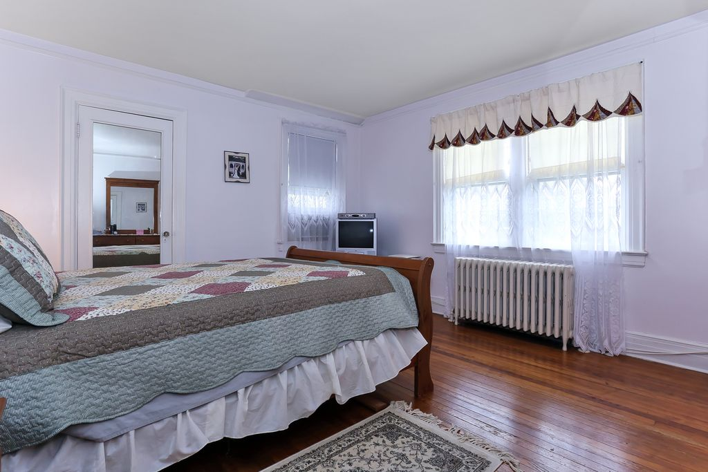 48 Willis Ave, Floral Park, NY 11001 -  $1,075,000 home for sale, house images, photos and pics gallery