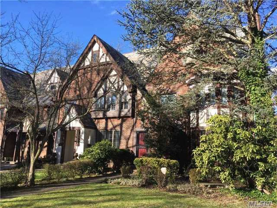 65 Somerset Dr S, Great Neck, NY 11020 -  $1,060,000