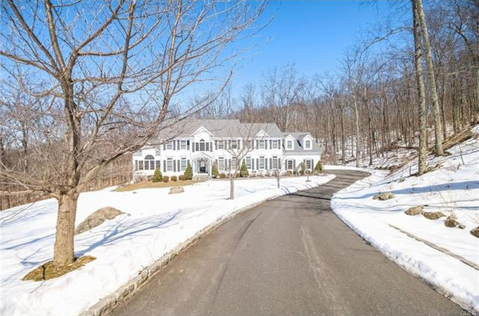 7 John Todd Way, Redding, CT 06896 -  $1,059,000 home for sale, house images, photos and pics gallery