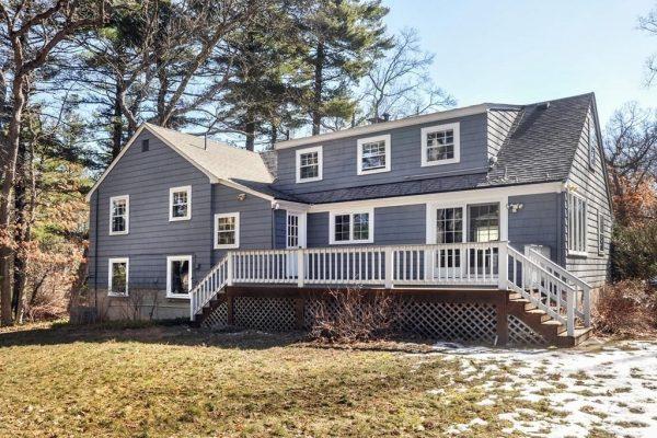 98 Ash St, Weston, MA 02493 -  $1,075,000