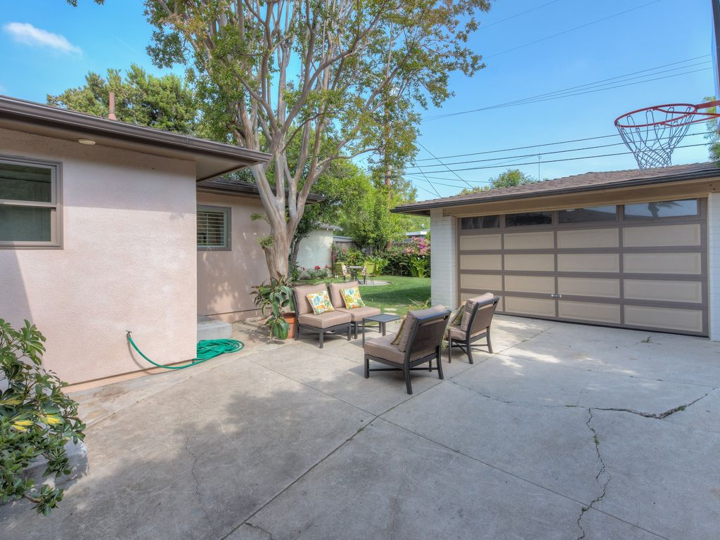 11565 Addison St, North Hollywood, CA 91601 -  $1,049,000 home for sale, house images, photos and pics gallery
