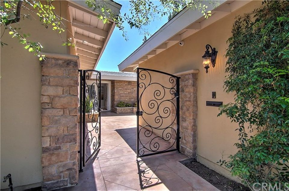 2983 Mindanao Dr, Costa Mesa, CA 92626 -  $1,295,000 home for sale, house images, photos and pics gallery