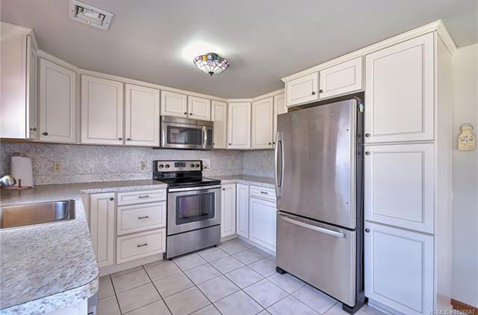 347 W 12th St, Ship Bottom, NJ 08008 -  $1,100,000 home for sale, house images, photos and pics gallery