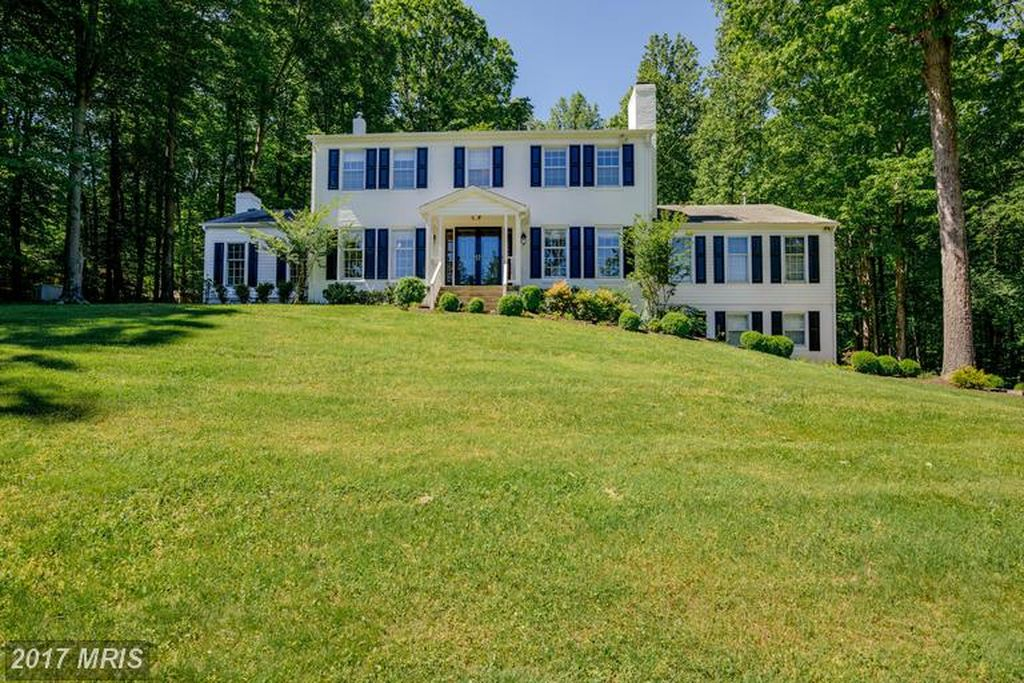 7857 Willowbrook Rd, Fairfax Station, VA 22039 -  $1,065,000