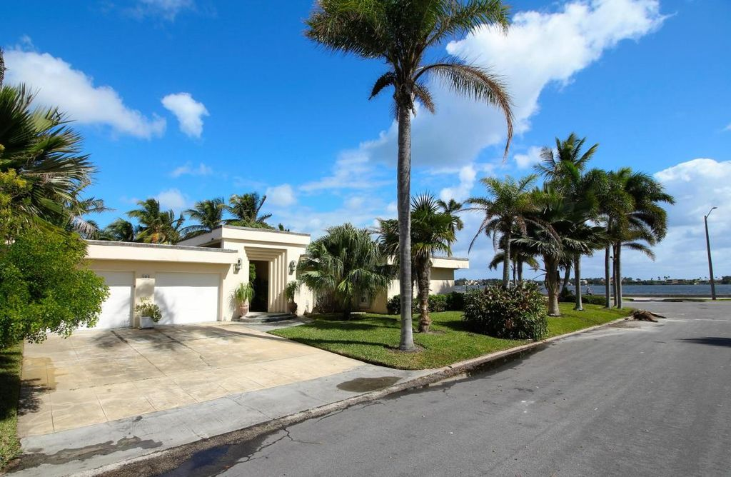 101 Santa Lucia Dr, West Palm Beach, FL 33405 home for sale, house images, photos and pics gallery
