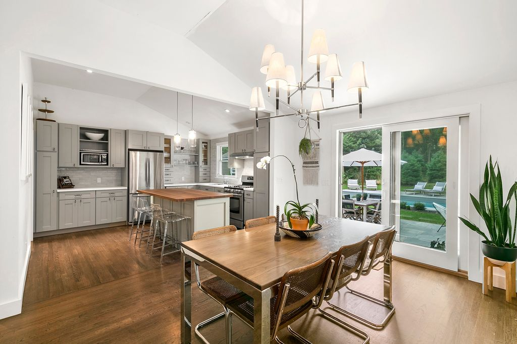75 Tyrone Dr, East Hampton, NY 11937 - $999,999 home for sale, house images, photos and pics gallery