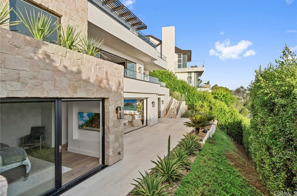 405 Dartmoor St Laguna Beach, CA 92651 - $8,900,000 home for sale, house images, photos and pics gallery