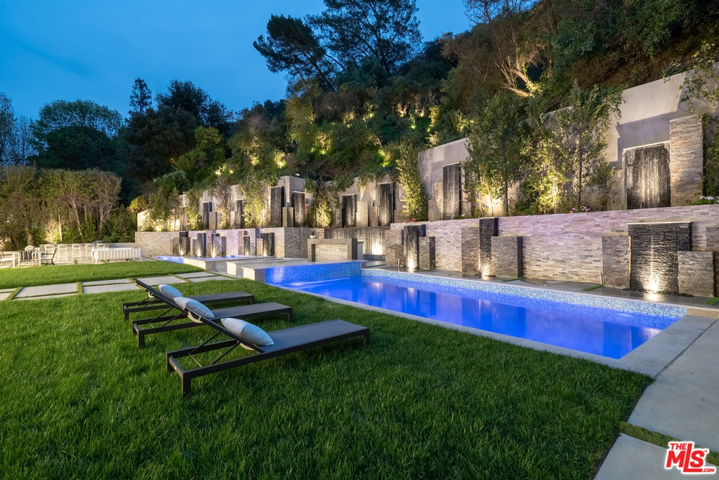 930 Roscomare Rd Los Angeles, CA 90077 - $9,600,000 home for sale, house images, photos and pics gallery