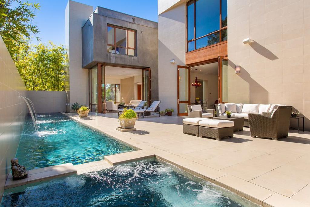 700 Walden Dr Beverly Hills, CA 90210
