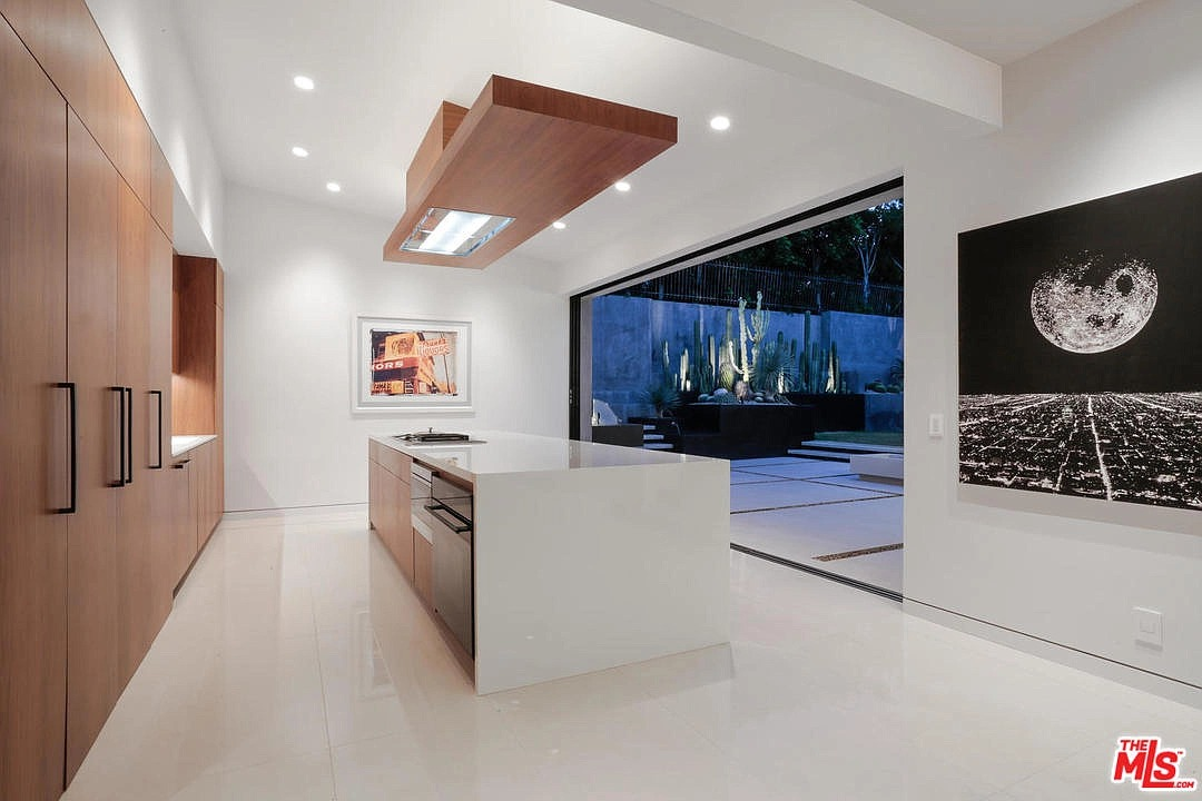100 N Woodburn Dr, Los Angeles, CA 90049 - $6,800,000 home for sale, house images, photos and pics gallery