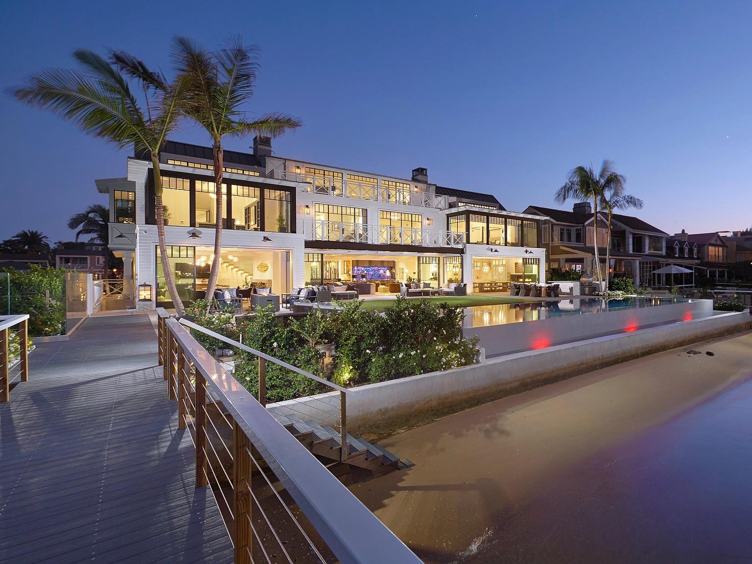 1813 E Bay Ave,Newport Beach, CA 92661